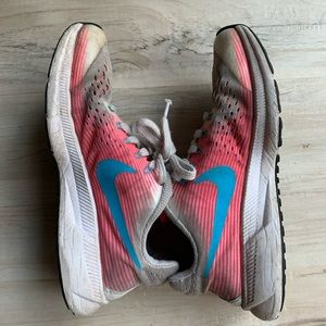 Youth Nike Sneaker Shoes Pink and White Size 2.5